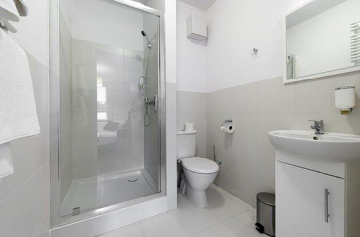 aran acja azienki w bloku mieszkalnym portal edu info. Black Bedroom Furniture Sets. Home Design Ideas