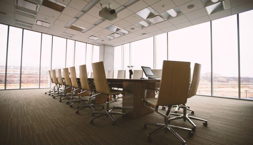 Jak przygotować salę konferencyjną na spotkanie biznesowe czy szkolenie