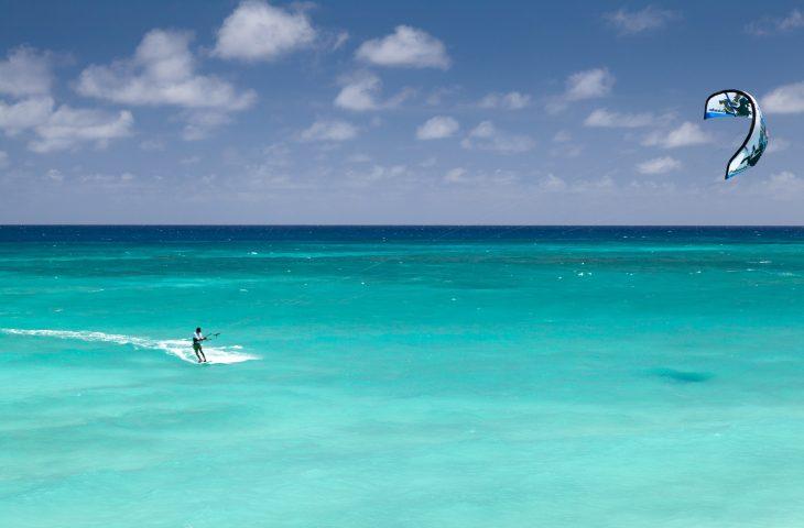kitesurfing jak skakać pływać i płynąć pod wiatr