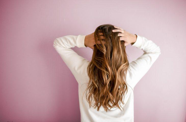 Trycholog pomaga likwidować schorzenia skóry głowy i włosów.