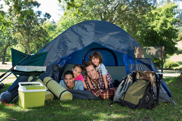 rodzina w namiocie