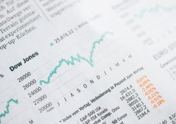 Wykres ekonomiczny w gazecie